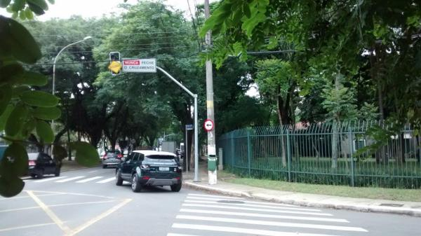 Semáforo ainda desligado na praça Ernani Braga. Foto: SAAP