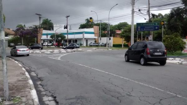 Novo semáforo para carros e pedestres na praça panamericana