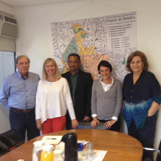 Encontro com o Sr. Alberto Serra, Diretor de Iluminação Pública da Ilume, no centro.